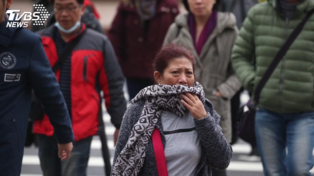 圖/中央社 氣溫遽降6度!東北風影響 北台灣轉陰涼有雨