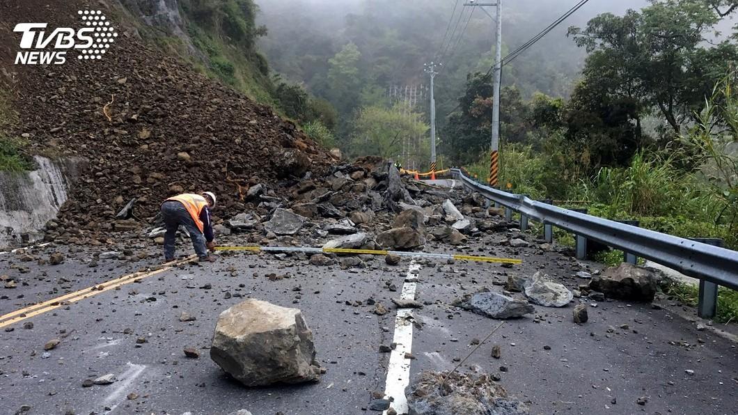 圖/中央社 阿里山公路土石坍方 幸無人車經過