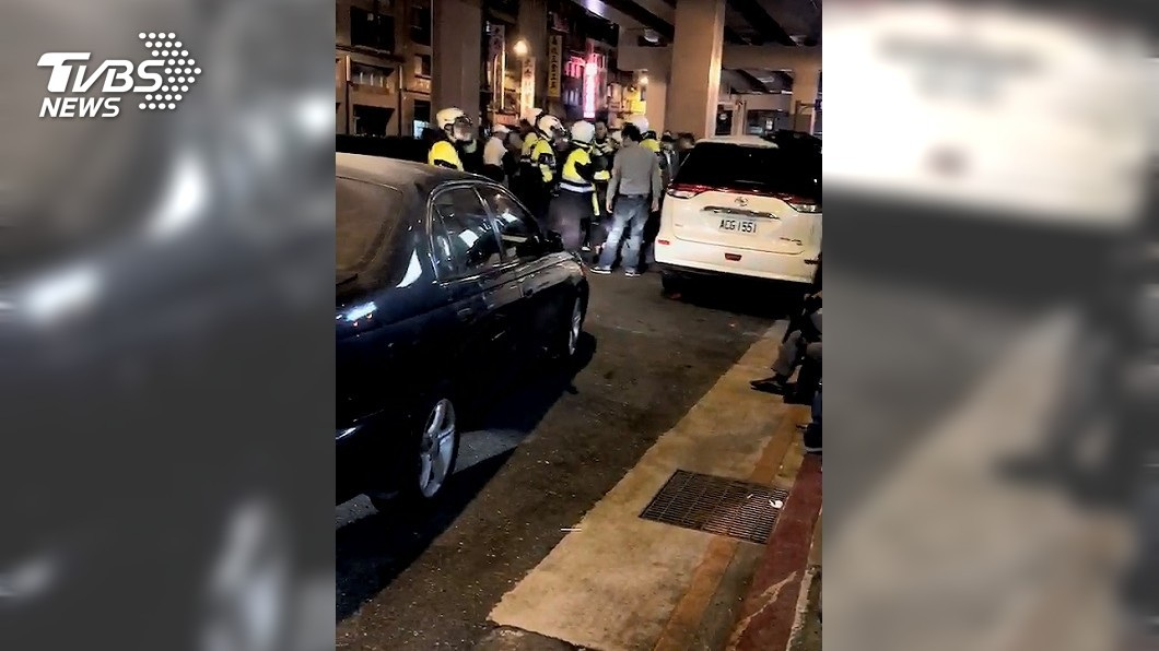警方獲報前往現場處理,目前得知4人均無生命危險。(圖/TVBS)