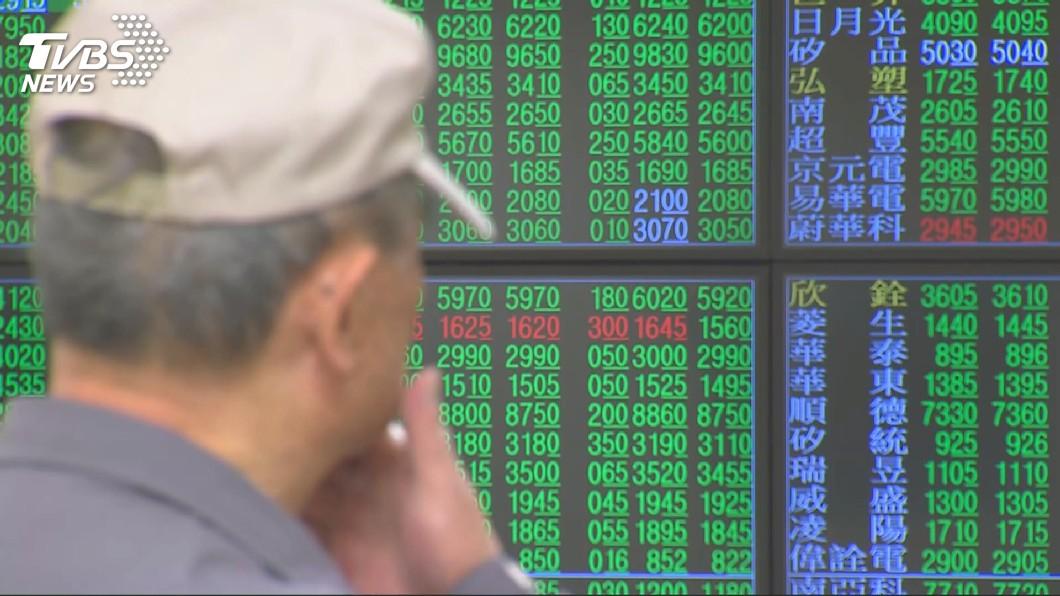 圖/TVBS 台股跌破萬點大關 政府基金穩盤受矚目