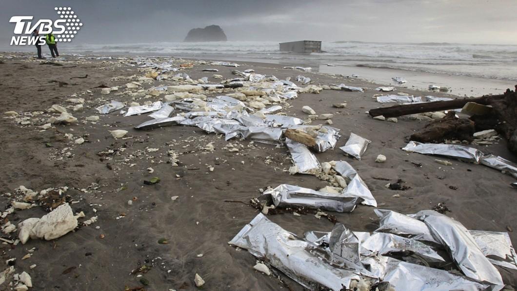 圖/達志影像美聯社 海上塑膠垃圾多 超過法德西面積總和