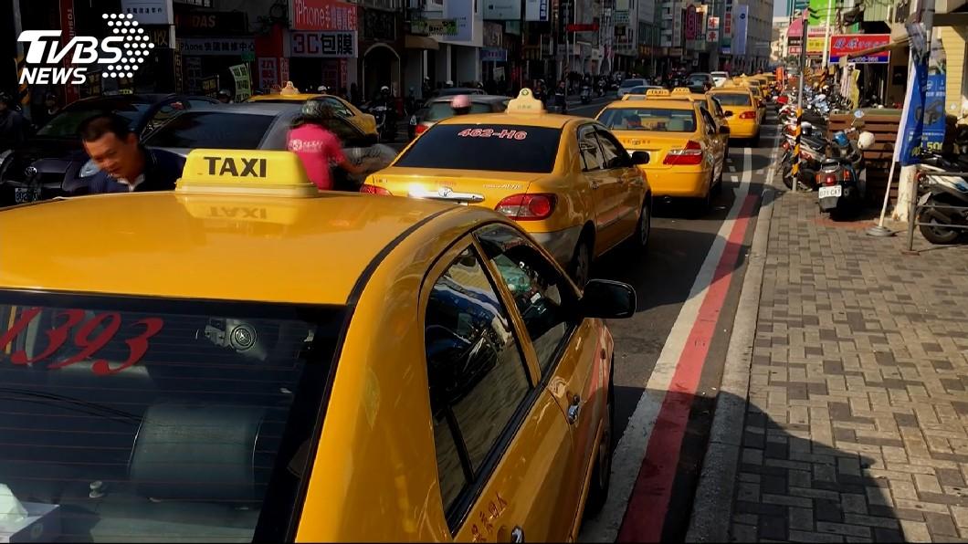 圖/TVBS 中市敬老愛心卡 看診折抵還可搭計程車