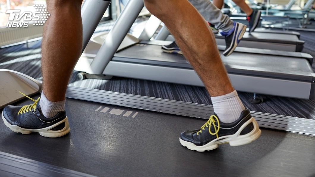 許多人會購買包括跑步機在內的器材在家健身。(圖/TVBS) 你家有幾樣? 熱門「10大健身神器」在家慢慢練