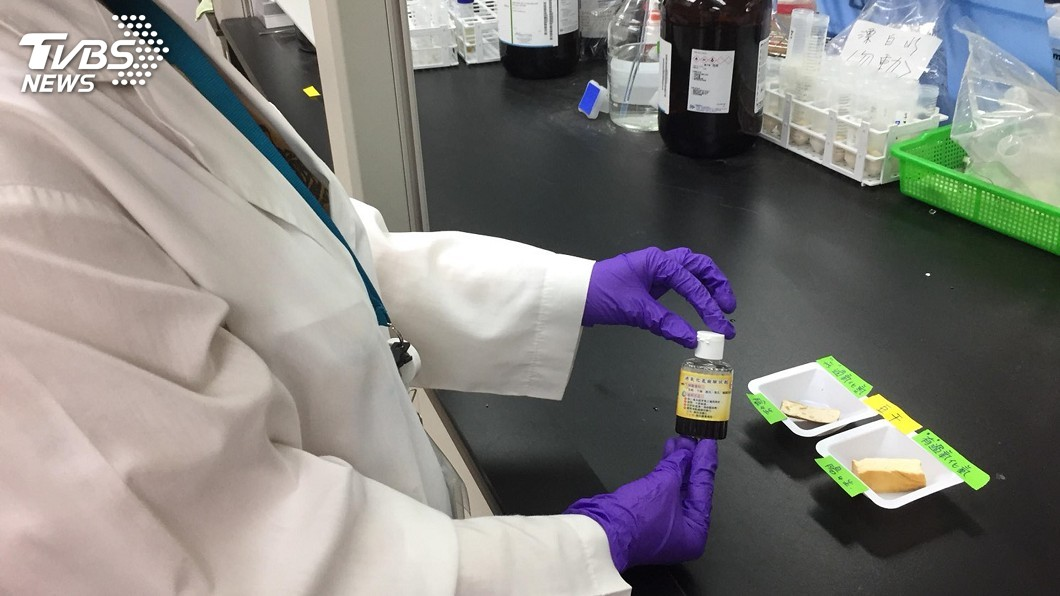 圖/中央社 安心吃豆類製品 過氧化氫簡易試劑測試