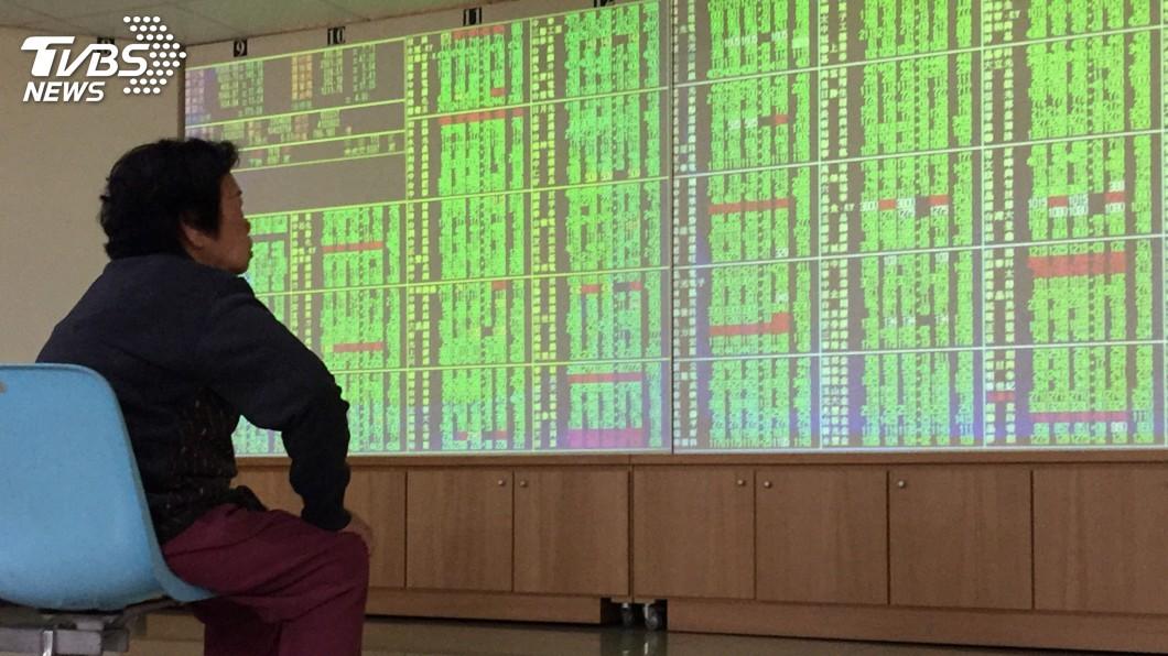 圖/中央社 台股重挫逾220點 一度失守10500點