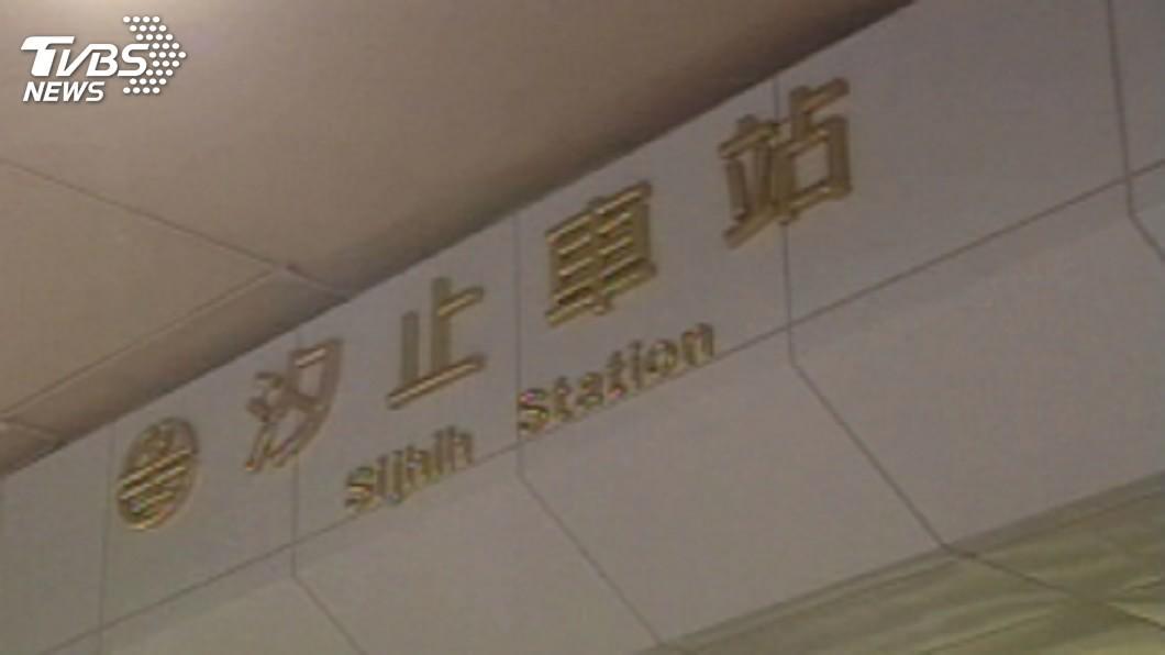 新北環保局表示會與台鐵會勘改善環境問題。(圖/TVBS) 汐止站噪音轟炸飄尿味! 環保局:與台鐵會勘改善