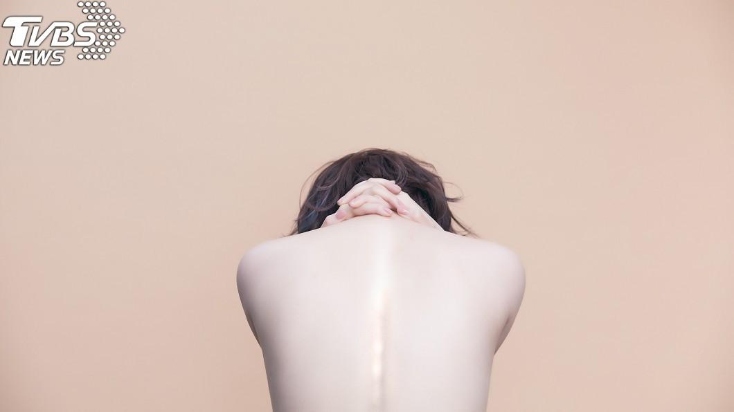 圖/福韻工作室提供(下同)  「胸猛女星」為新專輯脫了! 清場拍攝一絲不掛