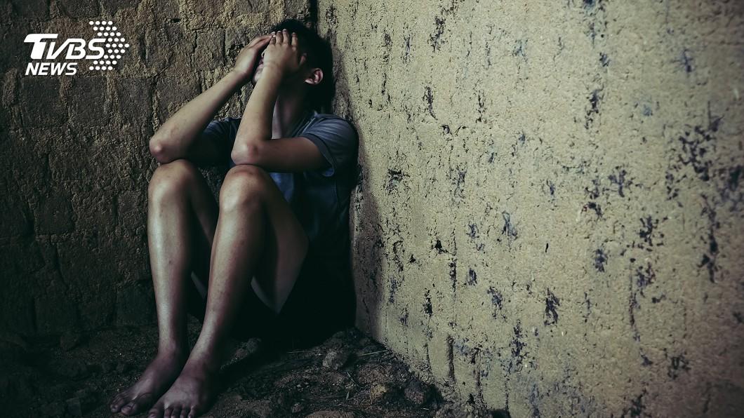 少年遭教保員2度性侵,身心受創。示意圖/TVBS 老師要我脫衣服!教保員2度性侵少年 竟輕判10月