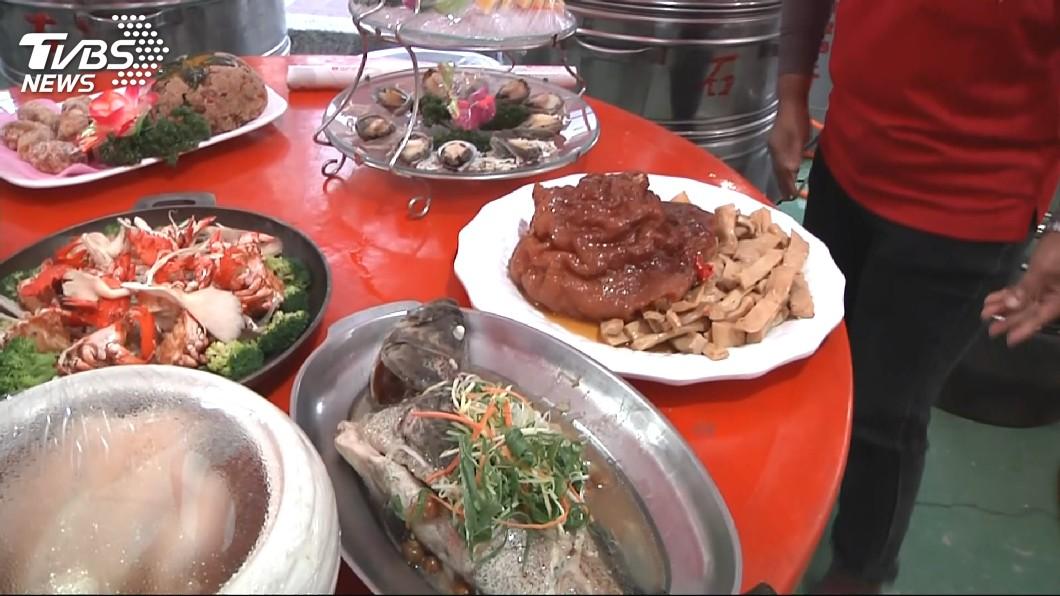 網友提問,親戚婚宴辦桌1桌費用5000元菜色如何。示意圖/TVBS 婚宴流水席「1桌5000」 價格掀南北論戰