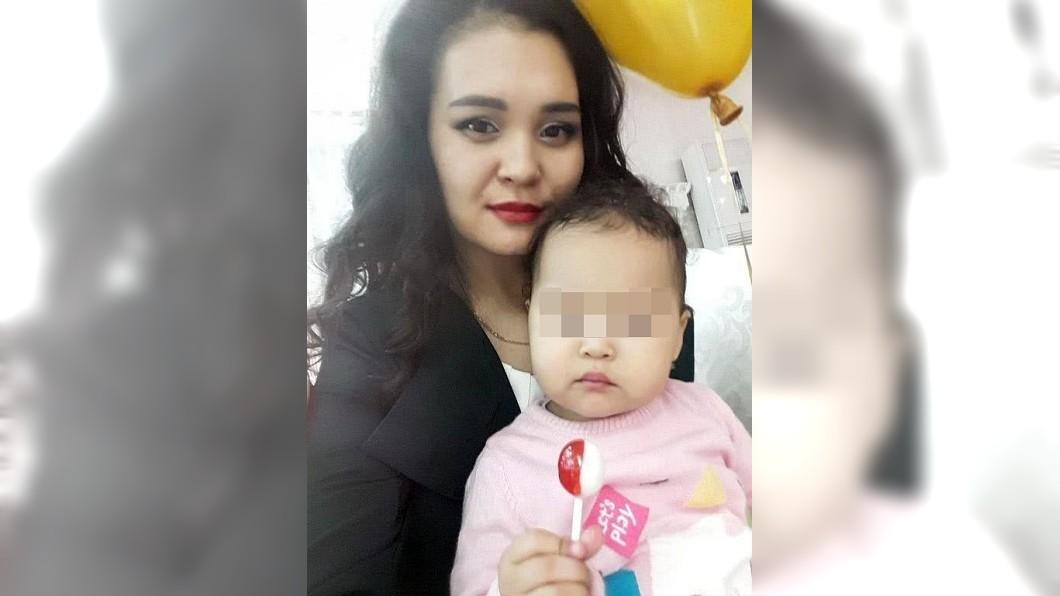 哈薩克電視台女主播搭電梯遭夾斷腿慘死。圖/翻攝自《家園新聞》