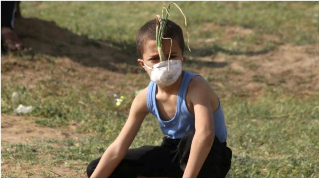 圖/取自推特 自製「洋蔥面具」抗爭 9歲童:我會奪回家園