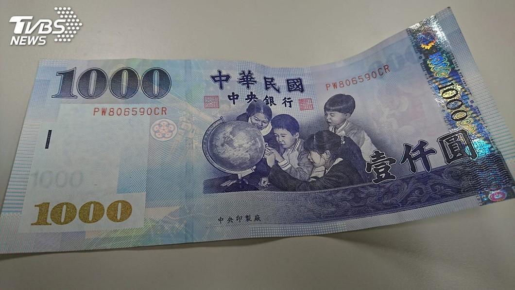 示意圖/TVBS 撿到千元鈔票驚見1句留言 她:想認主人當乾爹