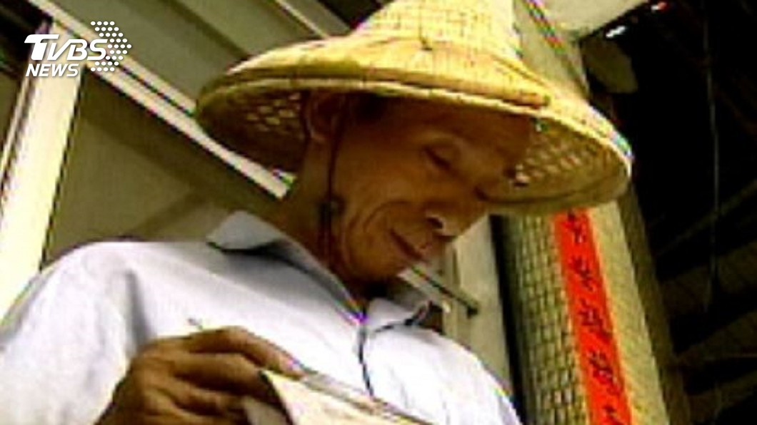 趙文正2012年入選外媒的亞洲慈善英雄榜。圖/TVBS資料畫面 做回收被譏「像狗」!清潔工捐4百萬 登富比世慈善英雄