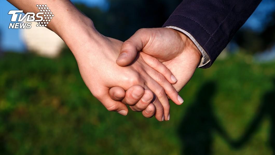男友的要求讓女方大嘆:8年的感情難道比不上金錢。(示意圖/TVBS)