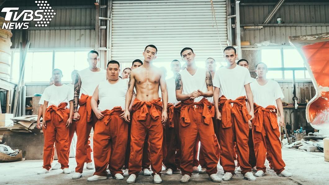 圖/文達文創提供     鮮肉澡堂裸壯肌人魚線肉搏 台首部少年監獄電影真實上演