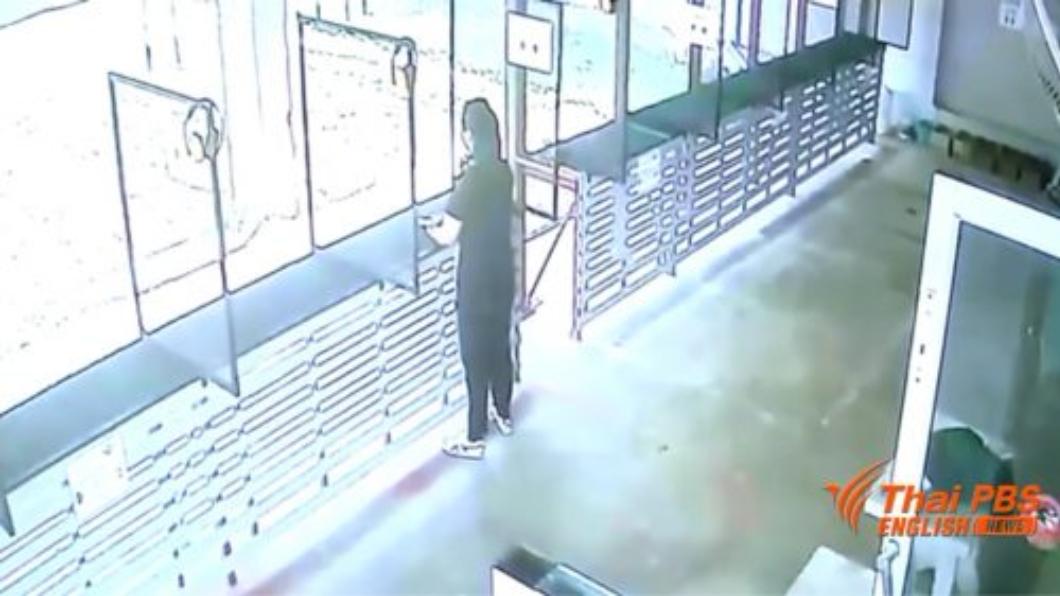 圖/翻攝自Buriram Times 22歲女擔心不能畢業 射擊場租手槍自轟身亡
