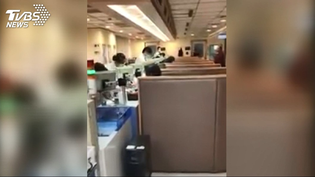 圖/TVBS 找不到血管!被抽血抽3次 男怒飆醫檢師