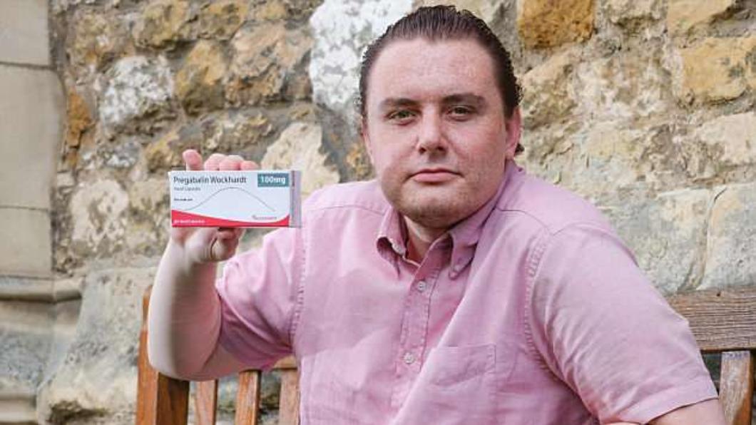 圖/翻攝自英國每日郵報 止痛藥讓他變同性戀? 23歲男甩女友改戀男人