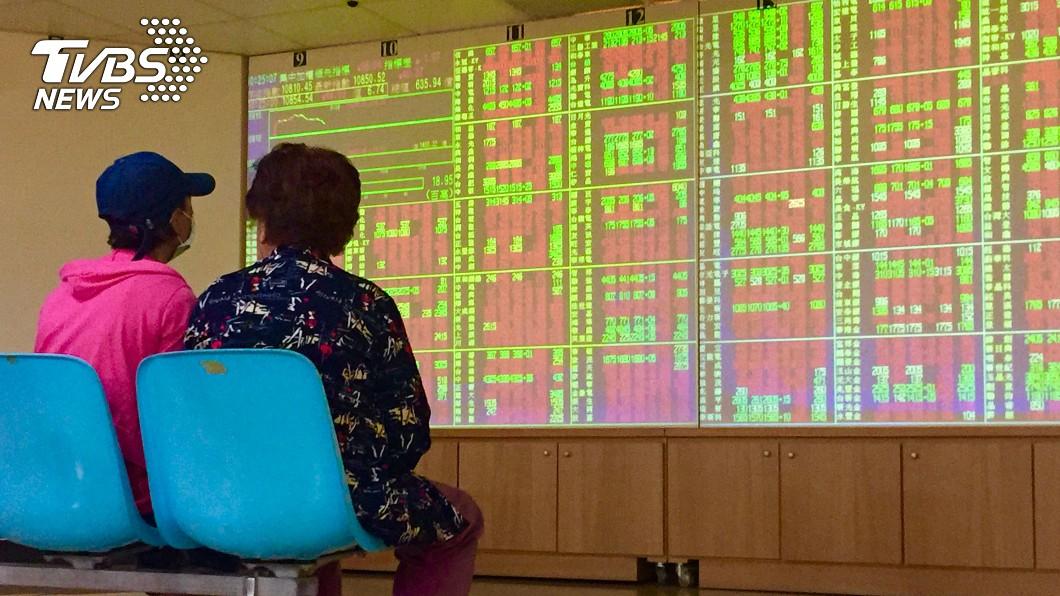 圖/中央社 台股站上11000關卡 外資狂買台積電鴻海國巨