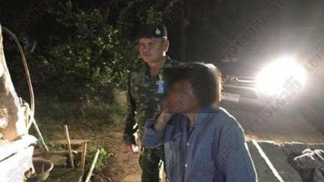 泰國這名婦人不滿被丈夫嫌老,持鐵鎚敲他頭部致死。(圖/翻攝自泰國星暹傳媒微博) 57歲醉夫施暴嫌72歲妻老 被她持鐵鎚敲頭打死