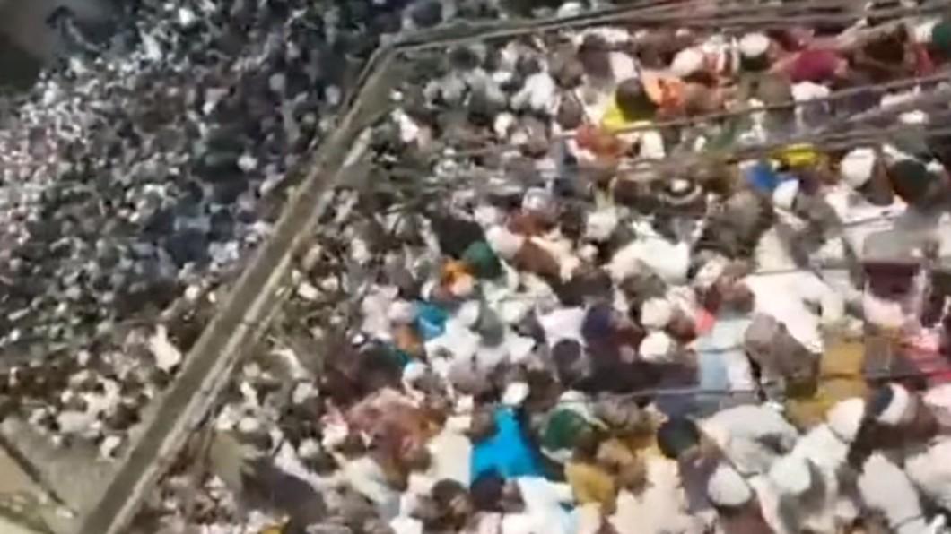 這起案件在印度引發廣大民怨,紛紛走上街頭抗議。