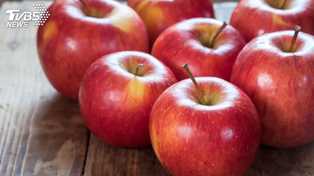 現在有研究發現,連續吃蘋果1個月可以降低40%的壞膽固醇。(示意圖/TVBS)