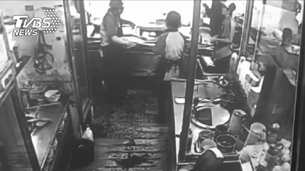 劉姓女子先後在雙北市多家早餐店工作,沒幾天就開始擺爛遭解雇,事後卻向勞工局申訴索討賠償金,被稱為早餐店殺手。(圖/TVBS) 早餐店殺手踢鐵板!越籍勞工一句話 她索賠13萬栽了