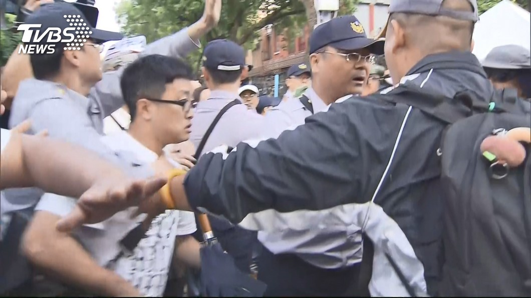 圖/TVBS 軍改案衝突43員警記者受傷 政院嚴厲譴責暴力