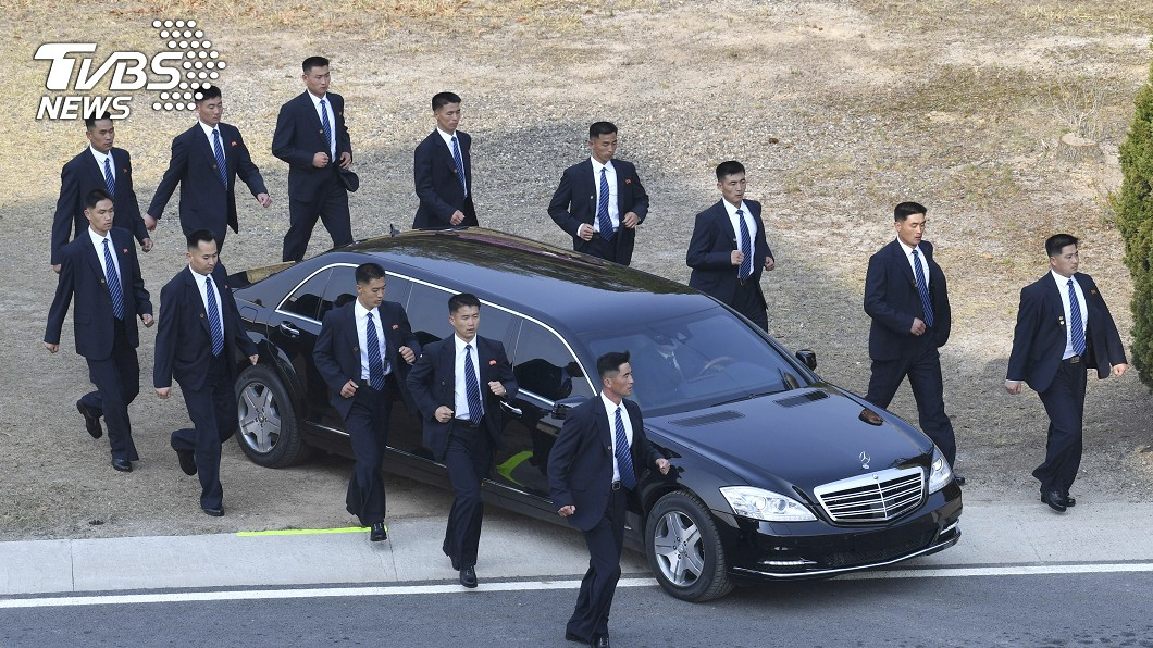 圖/達志影像美聯社 文金峰會下半場 12錦衣衛護駕最搶鏡