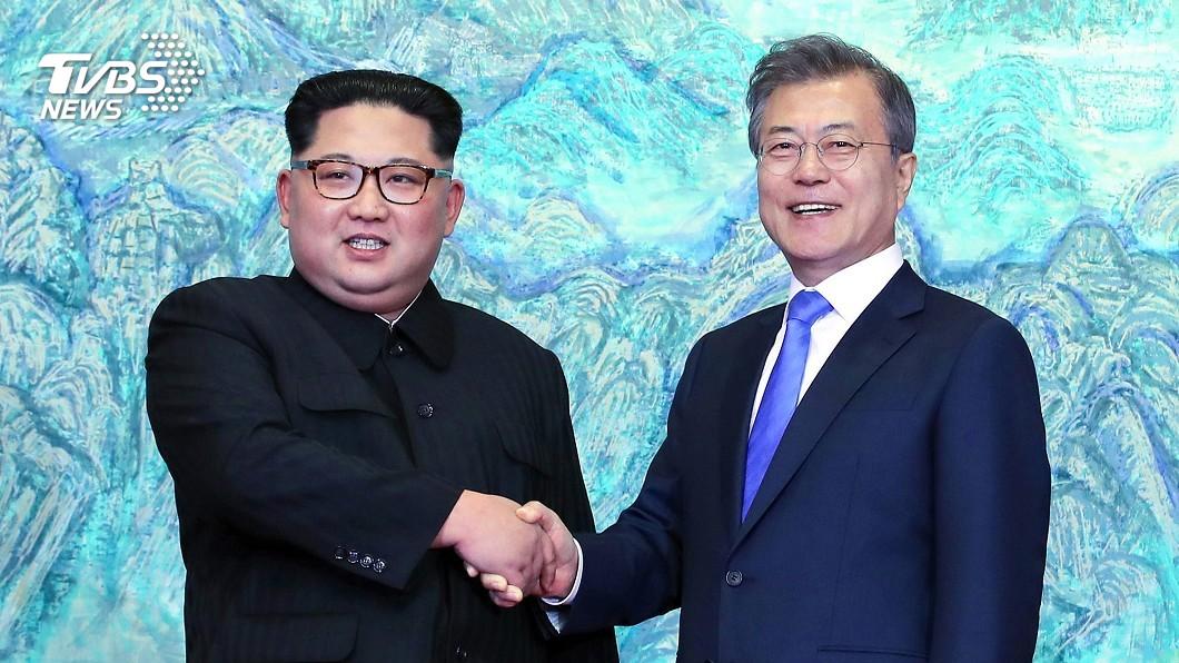 南北韓領袖在板門店會晤,並簽署《板門店宣言》。圖/達志影像美聯社 歷史一刻!南北韓簽《板門店宣言》 今年內「終結韓戰」
