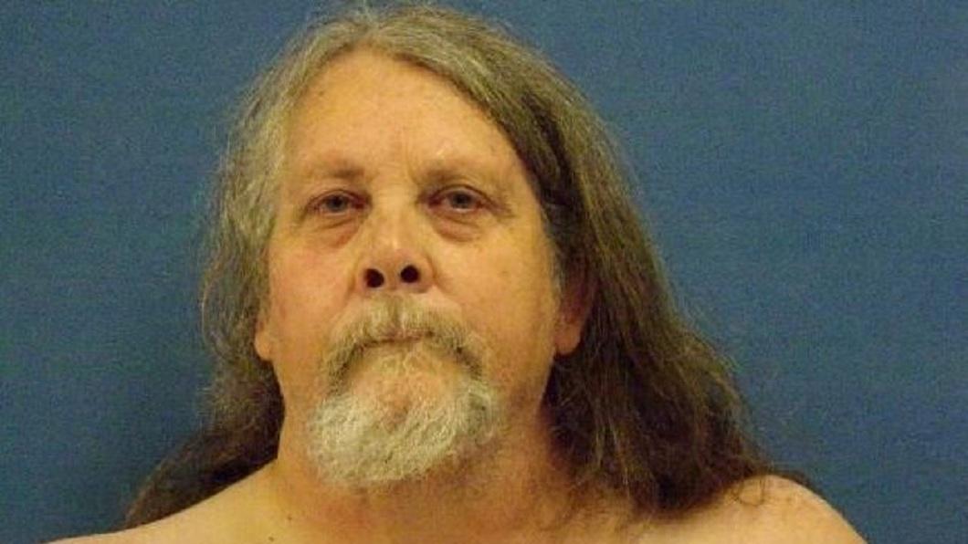 美國這名體重182公斤的男子,為了阻止11歲的孫子吵鬧,竟然把對方壓死。(圖/翻攝自推特FOX 8 New Orleans) 11歲自閉症孫鬧脾氣 182公斤祖父壓死他