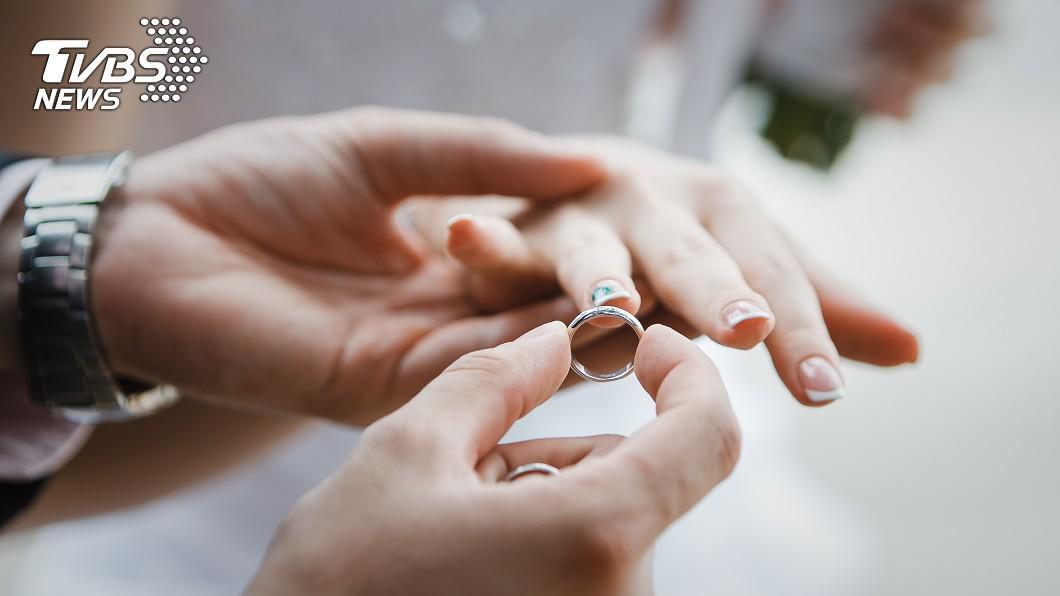 示意圖/TVBS 夫家長輩剛過世「婚禮辦得像喪事」 新娘崩潰逃回家