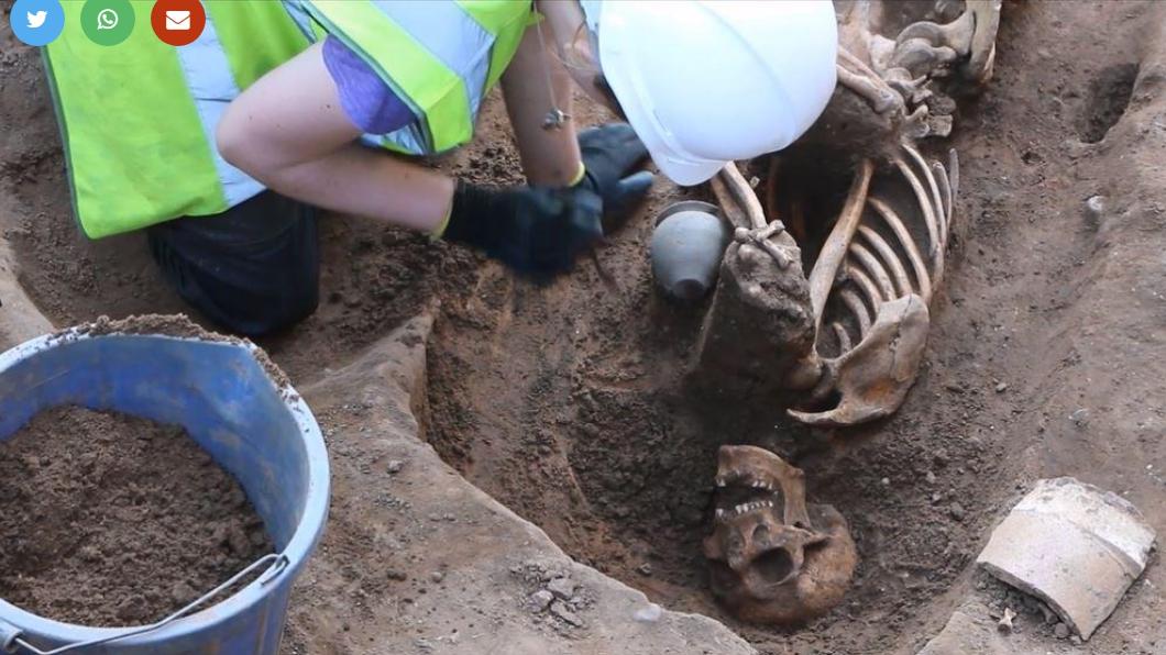 圖/The Press, York 飯店泳池挖出70具千年遺骸 其中一半被「斬首」