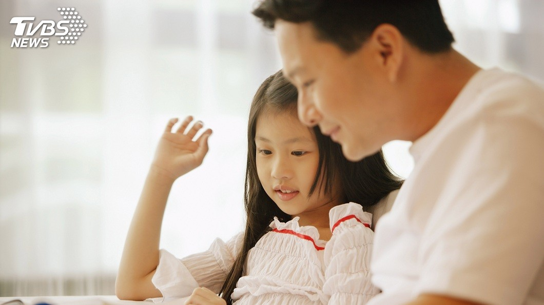 桃園市一名男子得知養了6年的女兒並非親生骨肉,但他仍選擇收養。(示意圖/非當事人,TVBS) 爸爸我愛你!6年女兒非親生 他收養延續父女情