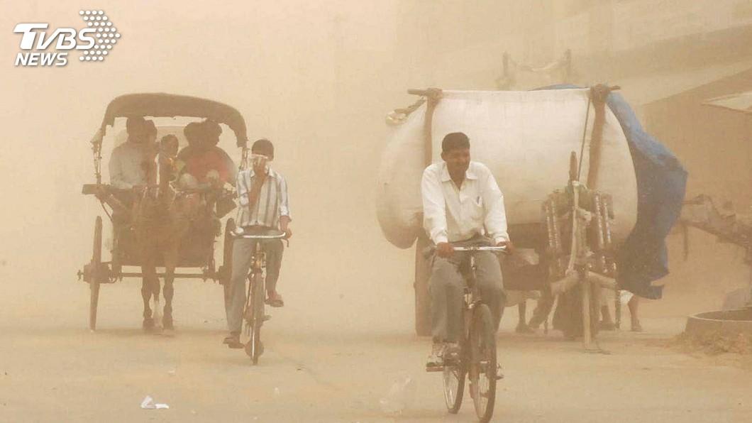 圖/達志影像路透社 沙塵暴、雷擊襲印度增至125死 民眾直呼「惡夢」