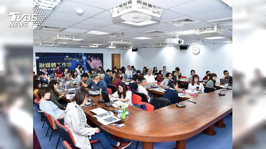 第二屆全球華文永續報導奬首創融媒體工作坊,聚集全臺媒體業者、學者及學生參加。 融媒體工作坊國內首見 老靈魂與數位腦擦出火花