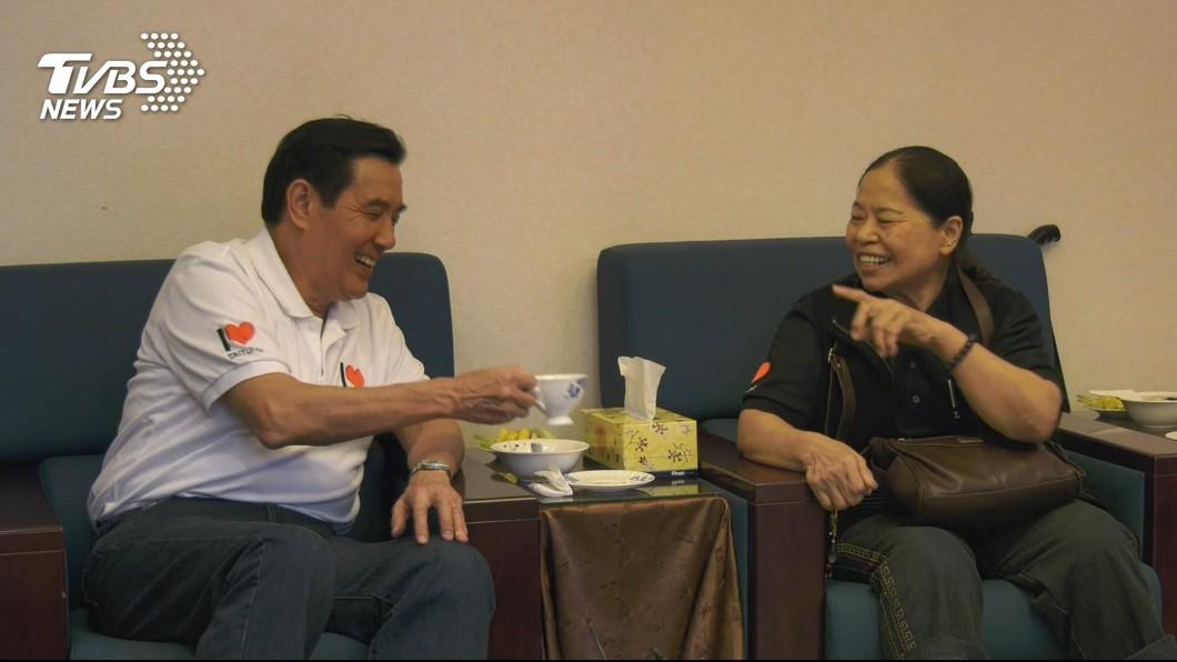 陳樹菊力勸再選總統,馬英九當時尷尬微笑。圖/TVBS資料畫面 樹菊嬷拱馬「再選」遭批鬥 網友轟:這就是台灣價值?