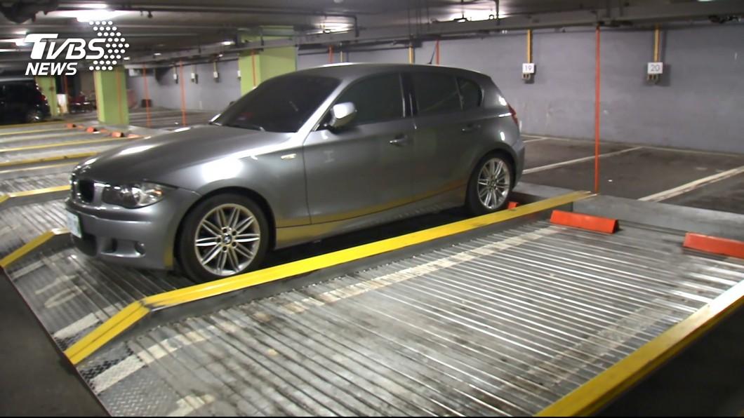 地狹人稠的都會區有許多停車場採機械式車位設計。(圖片來源/ TVBS) 停機械車位好不好? 汽車達人揭背後成本