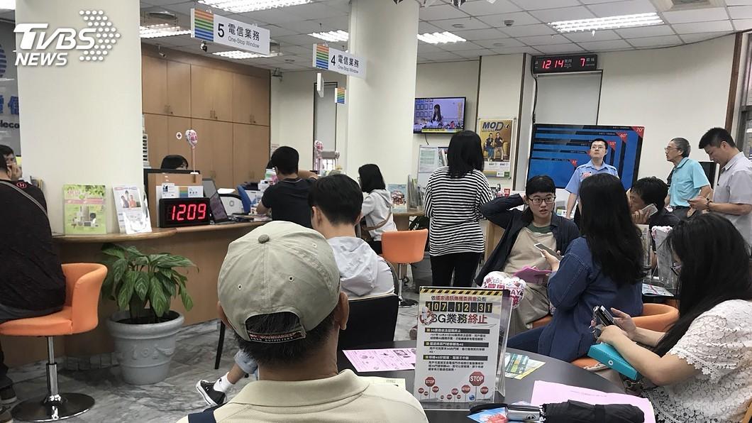 圖/中央社 499吃到飽最終日 繳違約金需親臨門市