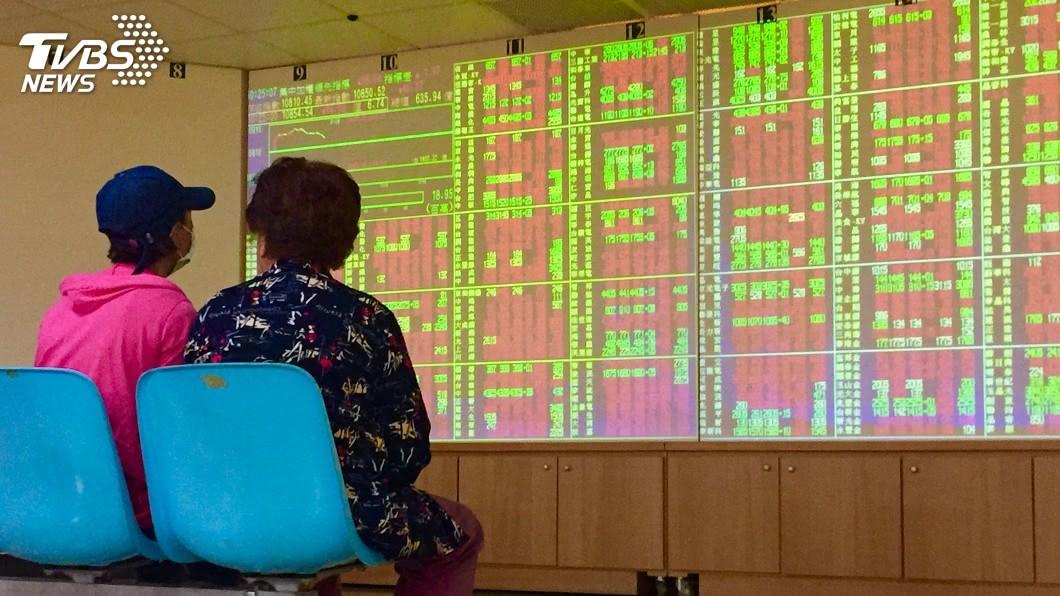 圖/中央社 權值電子股跌勢收斂 台股9700點失而復得