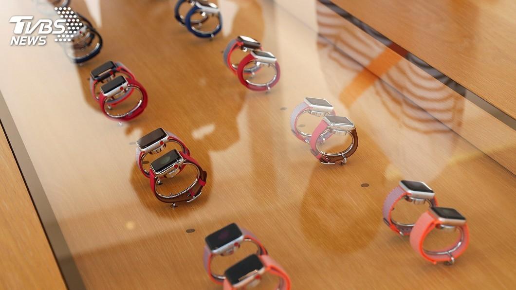 圖/達志影像路透社 Apple Watch 3 LTE版開賣 果粉排隊搶
