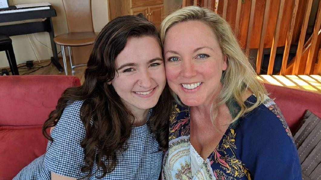 圖/翻攝自Amy Throckmorton臉書 命中注定!18年前捐卵後重逢 「女兒」竟是她學妹