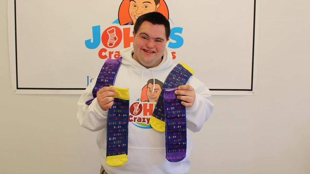 圖/John 高中畢業就當老闆 唐氏兒賣彩襪賺大錢