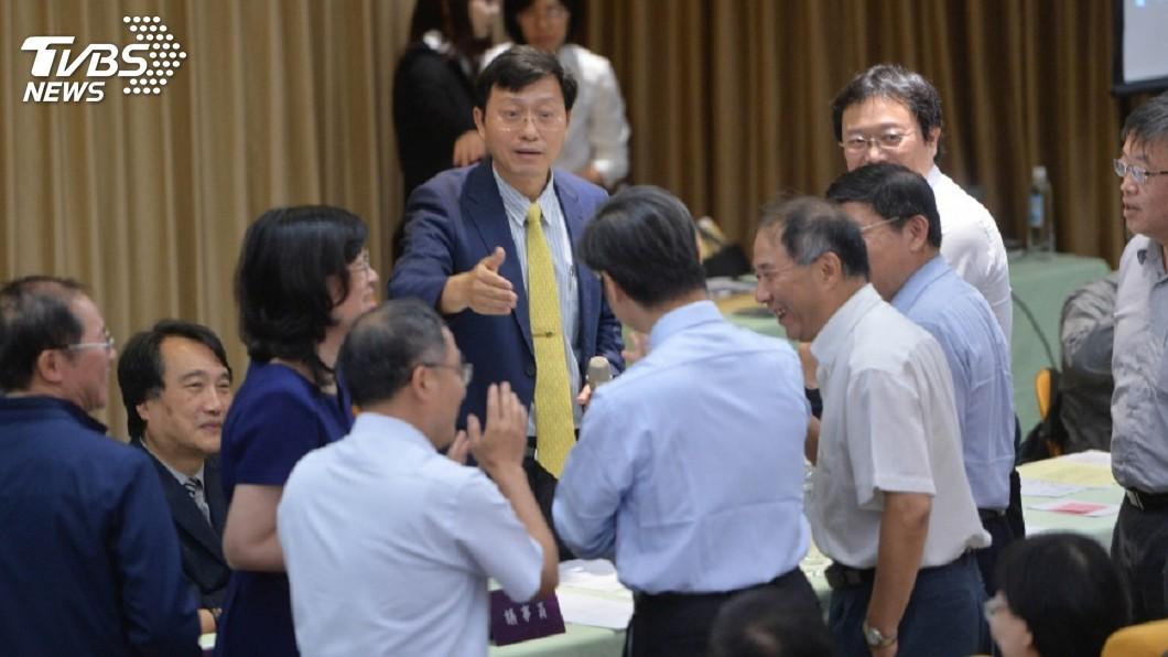 圖/TVBS 台大教授鄭秀玲「管違法事證明確 應重啟校長遴選」