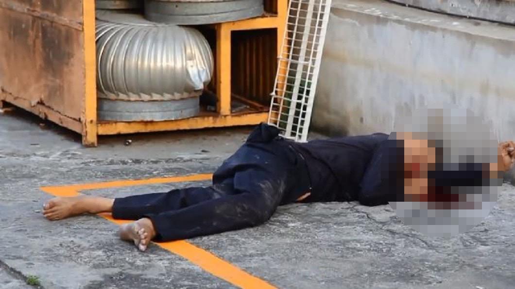 男子傳訊向友人求救,不久後即墜樓慘死。圖/翻攝自YouTube 「看到一群鬼」保全嚇尿傳訊:救我! 隔天墜6樓爆頭亡