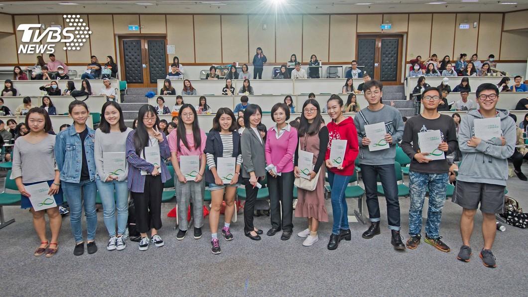 2018全球華文永續報導奬6月開始報名,歡迎新聞從業人員及學生參加,以建設性新聞學方法,製作生態文明為主題的新聞報導。圖/TVBS 生態文明倡議 2018全球華文永續報導奬6月報名