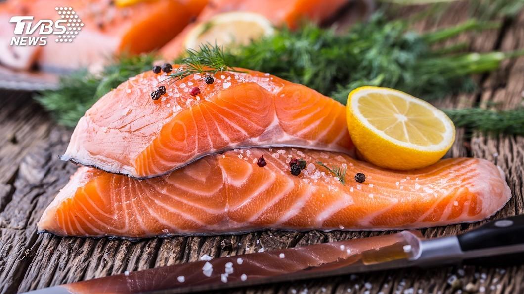 沙丁魚和鮭魚油質,有益於心臟、大腦、皮膚。圖/TVBS