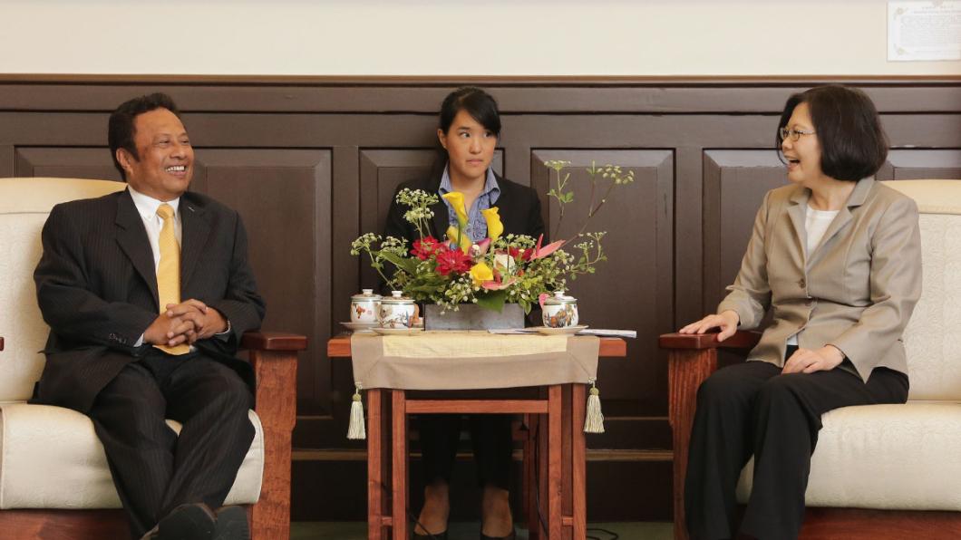 帛琉總統前年5月來訪,獲蔡英文總統接見。圖/翻攝蔡英文臉書 很麻吉!「跟台灣有共同價值」 帛琉總統:不會棄台抱陸