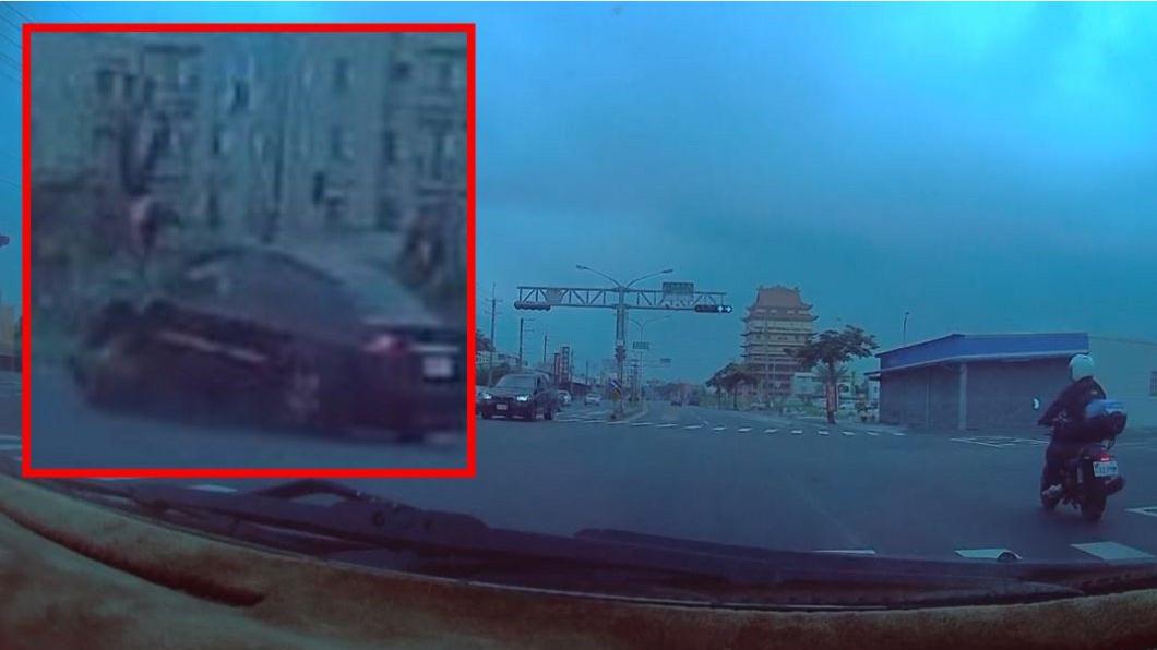 圖/爆料公社 女試務員赴國中會考 被酒駕男闖紅燈撞飛慘死