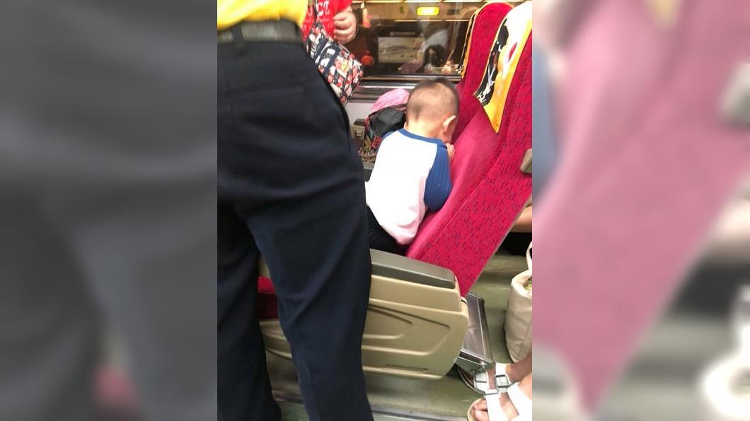 有網友搭火車時遇到小屁孩吵鬧,請他安靜竟被嗆。(圖/翻攝自爆怨公社) 小孩在火車吵鬧 請他安靜被嗆:你給我閉嘴!